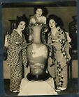 SMILING JAPANESE GIRLS IN FURISODE PRIOR THE WWII FURY JAPAN 1940 VTG Photo Y 96