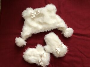 Nice and Fuzzy Cream Winter Christmas Holiday Hat and Gloves from Gymboree 2-3T