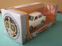 Trabant 601 Limousine weiss 1:24 Yat Ming 24216 Road Signature Collection Trabbi