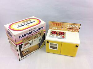 Vintage Casdon Bernie Cooker - 1979 - Boxed - Dolls Cooker - No 210