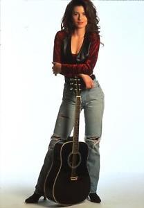 Shania Twain Posing In Jeans And Guitar 8x10 Photo Print