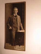 H. Wolf als junger Mann im Anzug - Kulisse / 1905 - CDV Ernst Wilke Goslar