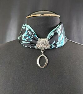 Lovely vintage replaceable scarf necklace in pure silk with silver-tone pendant