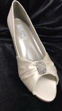 Liz Rene Couture Angel white satin shoe 1.75inch heel size 11