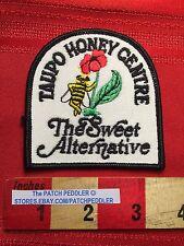 TAUPO HONEY CENTRE Vtg Advertising Patch ~ NEW ZEALAND Honey Bee 62I2