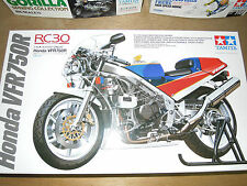 Tamiya 1/12 Honda VFR750R RC30 4 stroke DOHC V4 Engine Motocycle Model Kit 14057