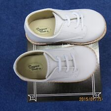 Designers Touch Boys white shoes size 6 low top leather,new w/tags