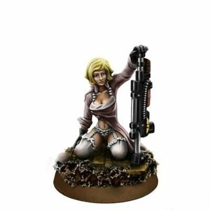 Wargame Exclusive Imperial Soldiers Pin-Up Female With Combi-Weapon Wargames