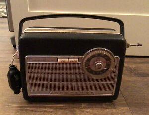 VINTAGE GERMAN NORDMENDE CONDOR PORTABLE RADIO MW UK-FM WEST GERMANY FREE SHIP