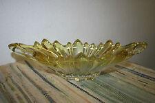 Ovale Glasschale gelblich schimmernd Kratzer aber keine Sprünge gebraucht