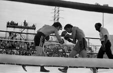 Old Boxing Photo Ray Mancini Looks To Throw A Punch Against Deukkoo Kim 2