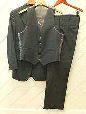 LikeNew Vintage_Mooney-Andrews 3-Piece Gray PinStriped Wool Flannel Suit_Sz.39R