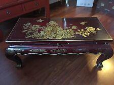 Tavolino cinese marrone laccato con decorazioni in oro zecchino