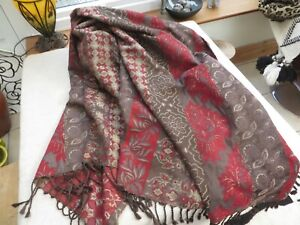 """M & S huge vintage throw/bed cover with tassels burgundy /gold 90/94"""" quality"""