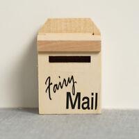 Hölzerne Mailbox + Aufkleber für 1:12 Miniatur Puppenhaus Zubehör Wohnkultur