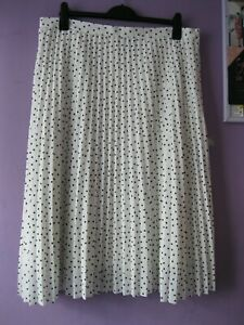 """M&S Collection ivory + black polka dots skirt 18 side zip, crystal pleats 30""""l"""