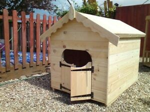 LARGE DOG KENNEL WITH SALOON STYLE DOORS
