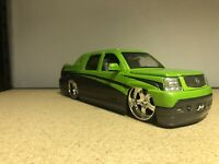Cadillac Escalade 2002 Black 1:24 Model 0385 WELLY
