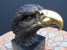 AIGLE , buste ou tête d aigle  ,statue en bronze signé sur socle en marbre