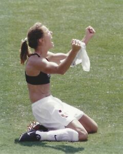 BRANDI CHASTAIN 8x10 COLOR PHOTOGRAPH USA OLYMPIC WORLD CUP CHAMPION *RARE*