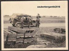 8461 Foto Wehrmacht Einheits-PKW Beobachter Munitionskisten Fliegerbombe WK2 WW2