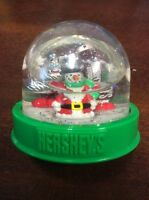 2000 Hershey's Kisses Chocolate Candy Christmas Santa Snow Globe Collectible Top