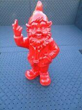 NAIN au doigt d honneur rouge , statue d un nain de jardin . nouveau  !
