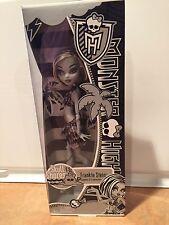 Monster High SKULL SHORES FRANKIE STEIN BLACK & WHITE  Special Edition Doll-NIB