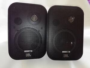 Ein Paar JBL Control one Boxen, mit Wandhalterung, neuwertig,