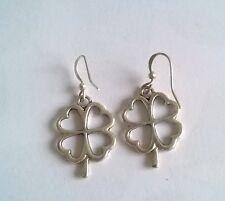 Boucles d'oreilles pendantes trèfle à quatre feuilles 2.5cm métal argenté BPE104