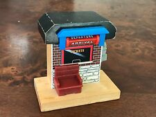 THOMAS TANK ENGINE Wooden Railway Departures Arrival Ticket booth scenery track