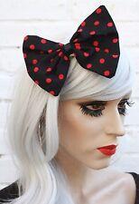 Cheveux noir noeud rouge pois années 50 style vintage gothique lolita kawaii rétro