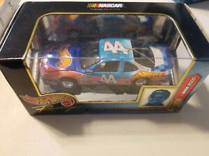 Kyle Petty #44 Hot Wheels SELECT 1:43 One Of 9,998 Die-cast Highly Detailed CAR