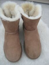 GENUINE UGG CHESTNUT BAILEY BOW BOOTS SIZE UK 6.5 ONLY WORN ONCE