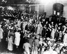 New 8x10 Photo: Crowd Awaits Survivors From the RMS TITANIC Sinking Disaster