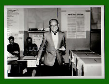 FOTOGRAFIA PRESS '94 FRANCESCO SAVERIO BORRELLI MAGISTRATO VOTA ALLE POLITICHE