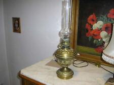 Piękna zabytkowa lampa naftowa