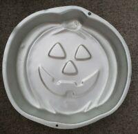 WILTON CAKE PAN Halloween Pumpkin Jack-O-Lantern 1995 Baking Mold Tin2105 - 3068
