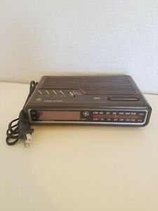 VINTAGE GE Digital Alarm Clock Radio AM/FM Model 7-4612A Brown 80's Tested