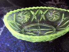 VINTAGE CLEAR GLASS BOAT SHAPED DISH CUT LOOK DESIGN  STRONG UV GREEN GLOW