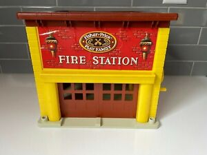 Vintage 1979 Fisher Price Play Family Fire Station Little People #928