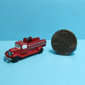 Dollhouse Miniature Toy Red Fire Engine Truck D9000