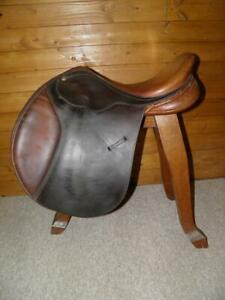 "Bates Brown Jump Saddle 16.5"" Medium Fit - Changeable Gullet - ( Black Gullet )"