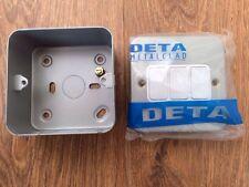 DETA Metalclad m1205 10 AMP X Rated 3 Gang 2 Way Interruttore Piastra + BACKBOX