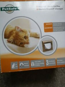PetSafe Staywell, Deluxe Magnetic Cat Flap, Wood Grain, Selective Entry, 4 Way