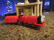 THOMAS AND FRIENDS MOTORIZED TRAIN ENGINE AND BOX CAR WORKING