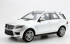 MERCEDES ML63 AMG V8 BITURBO 2012 WHITE LS004C 1/18 BENZ RESINE WEISS BIANCA