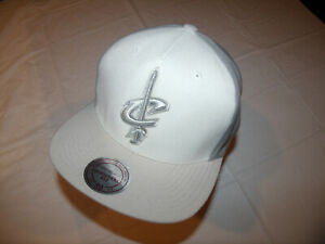 Cleveland Cavaliers White/Gray Hat Mitchell & Ness Men's Snapback 20% Wool