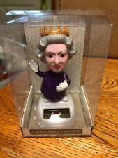 Puckator Solar-powered Dancing Bobble Head Queen Elizabeth Toy