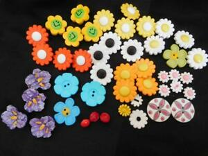 lot of 46 FLOWER BUTTONS Novelty DAISY Pansy Red Pink Orange yellow green white